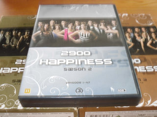 2900 HAPPINESS; Sæson 1-3 BOX.