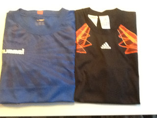 2 sports t-shirts Hummel og Addidas