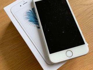 iPhone 6S, Silver 128GB, Flot stand