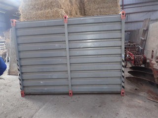 - - -  Opbevaringscontainer 2,0 x 2,5 m.