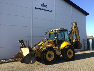 New Holland B 115 C centermonteret