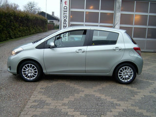Toyota Yaris 1,3 VVT-i T2 Touch - 2