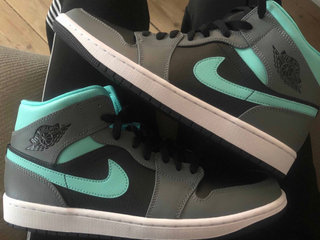 Air Jordan 1 mid Grey Aqua