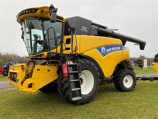 New Holland CR 8.90 4WD