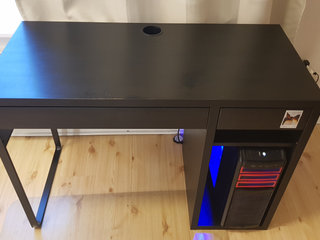 Moving out and selling my Ikea black desk