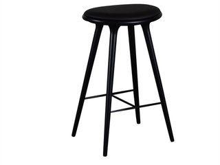 Barstol. Mater. High Stool. Sort lakeret bøg. Sort læder. H: 74 cm.