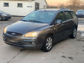 Ford Focus 1,6 Ghia Collection