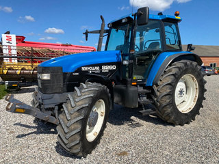 New Holland 8260 DL  med frontlift