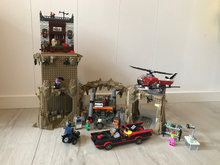 Batman Batcave 76052